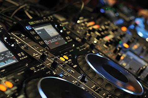 FacebookがDJの音楽プレイを妨げる可能性のあるライセンス・ルールを発表 image