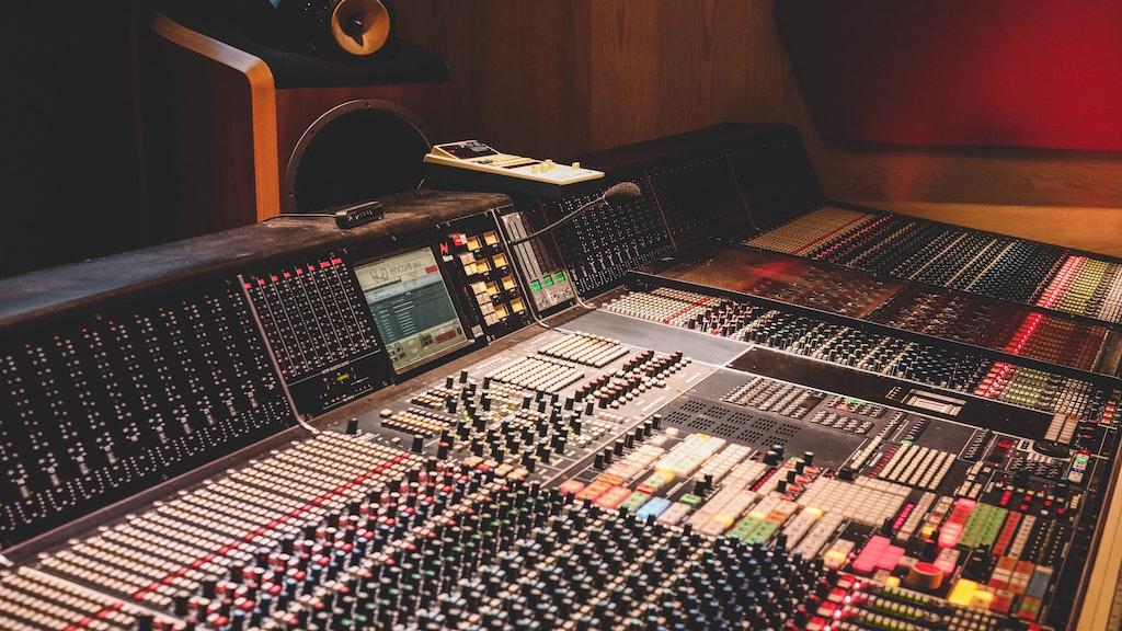 Six major UK music companies report average gender pay gap of 25.3 percent image
